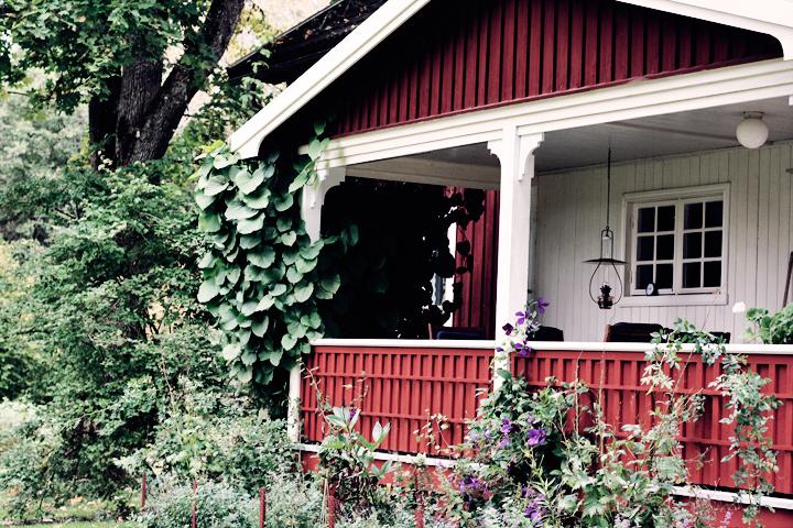 hus faulrött värmland veranda emmas vintage