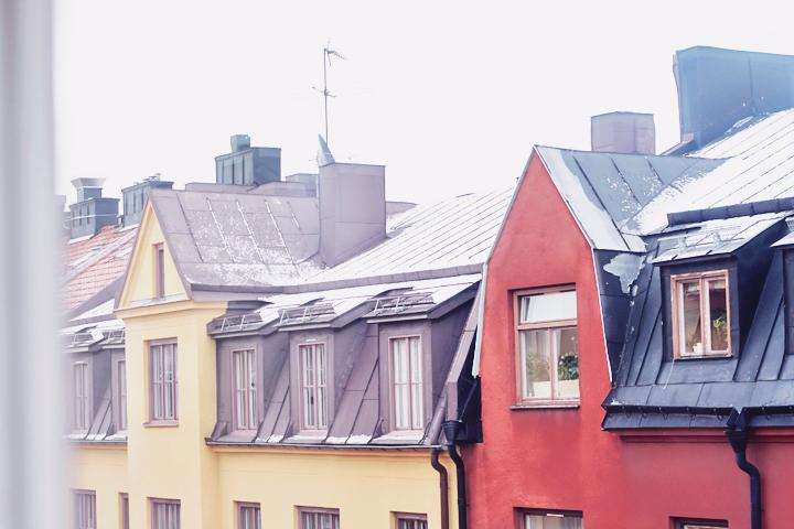 Snö på taken i Midsommarkransen.