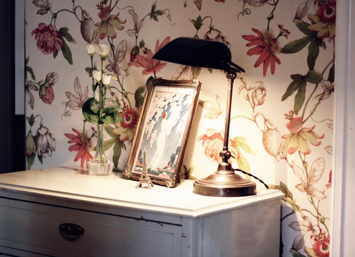 inredning hall blommig tapet emmas vintage