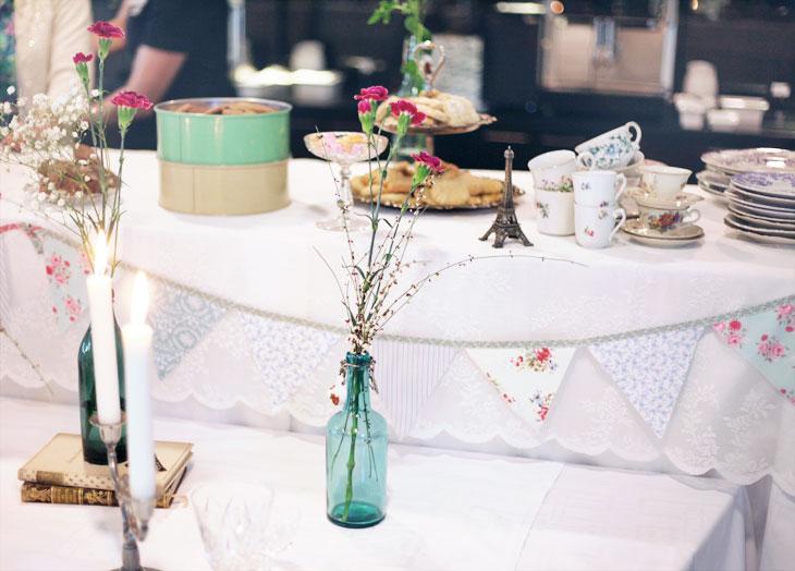dukning blommor vintageparty by emmas vintage