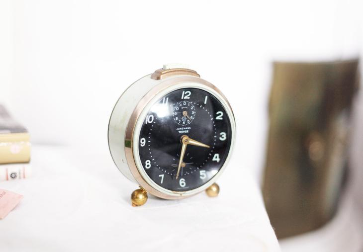 väckarklocka by emmas vintage