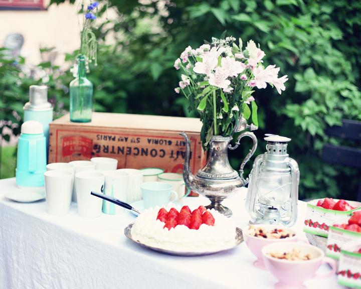 midsommar tårta by emmas vintage