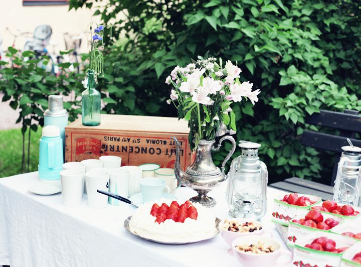 midsommar jordgubbstårta by emmas vintage