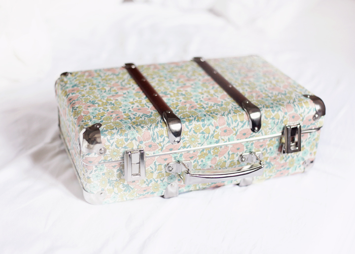 blommig resväska by emmas vintage