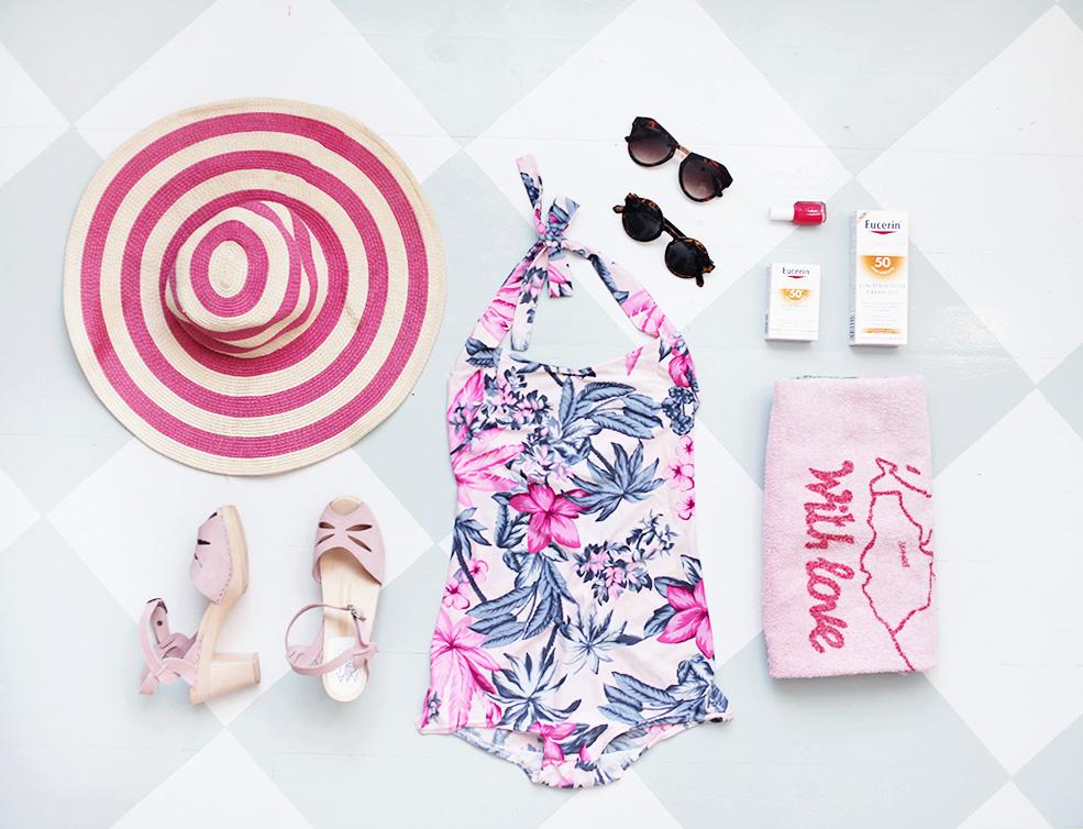 baddräkt träskor semester solglasögon sommar