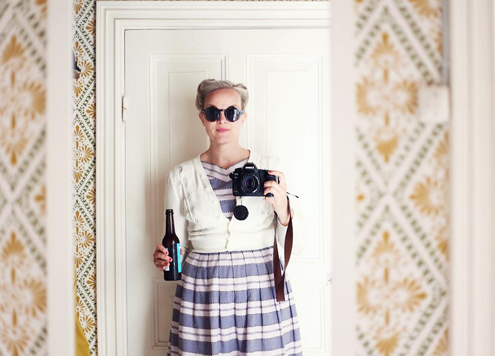 vintage klänning kamera solglasögon semester vintagefabriken