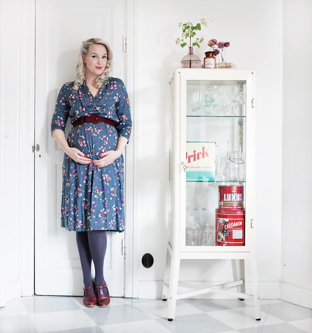 gravid gravidmage vecka 22 vänta barn vintage gravidkläder klänning