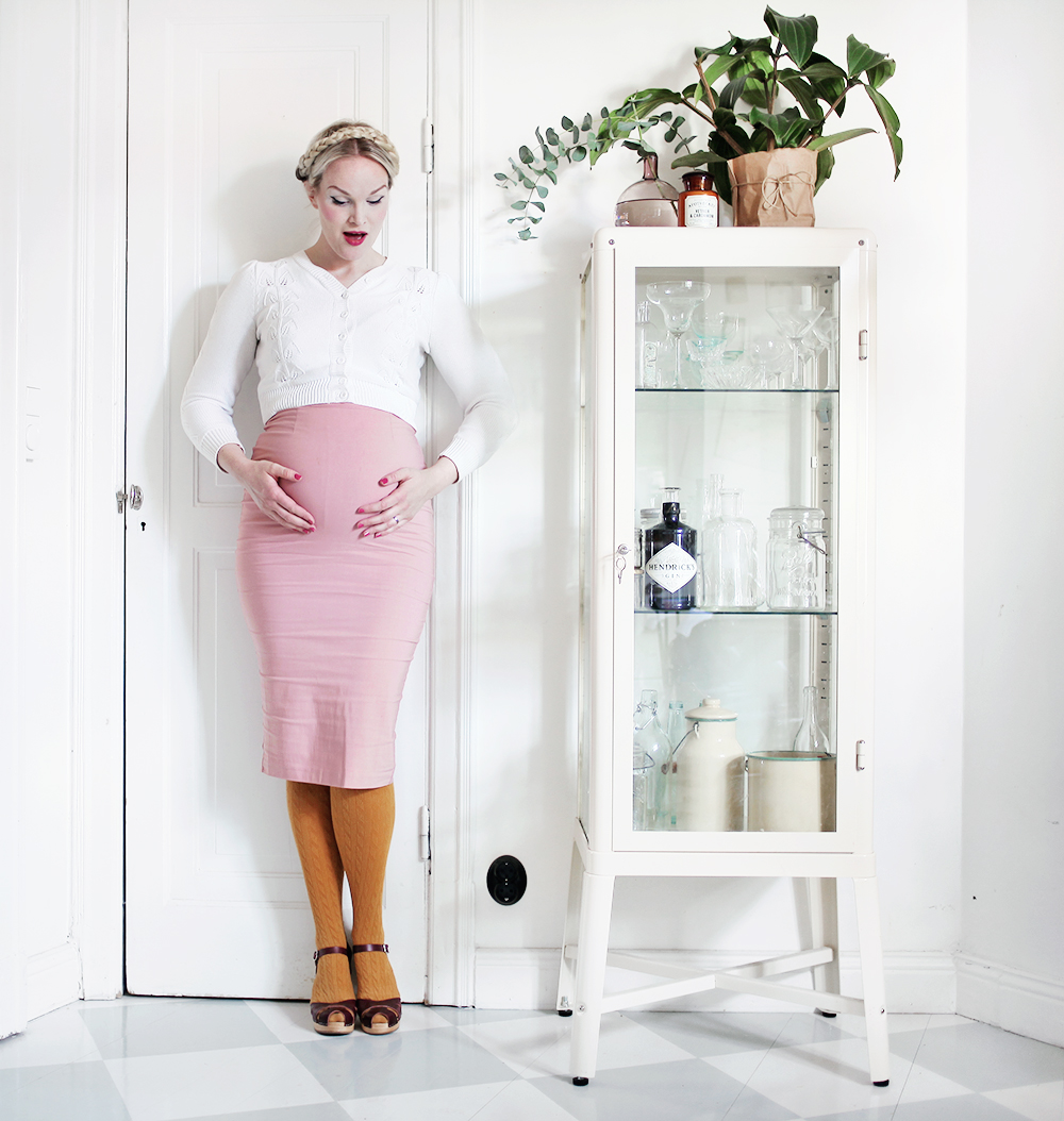 gravid vecka 29 pregnant gravidkläder vintage pennkjol swedish hasbeens