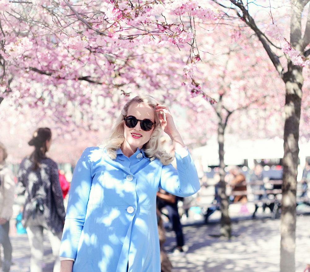 kungsträdgården körsbärsträd körsbärsblommor blommor stockholm vår vårkappa