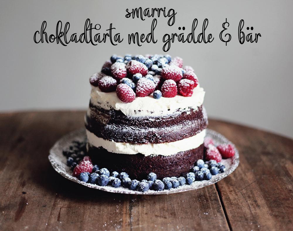 chokladtårta-med-grädde-och-bär