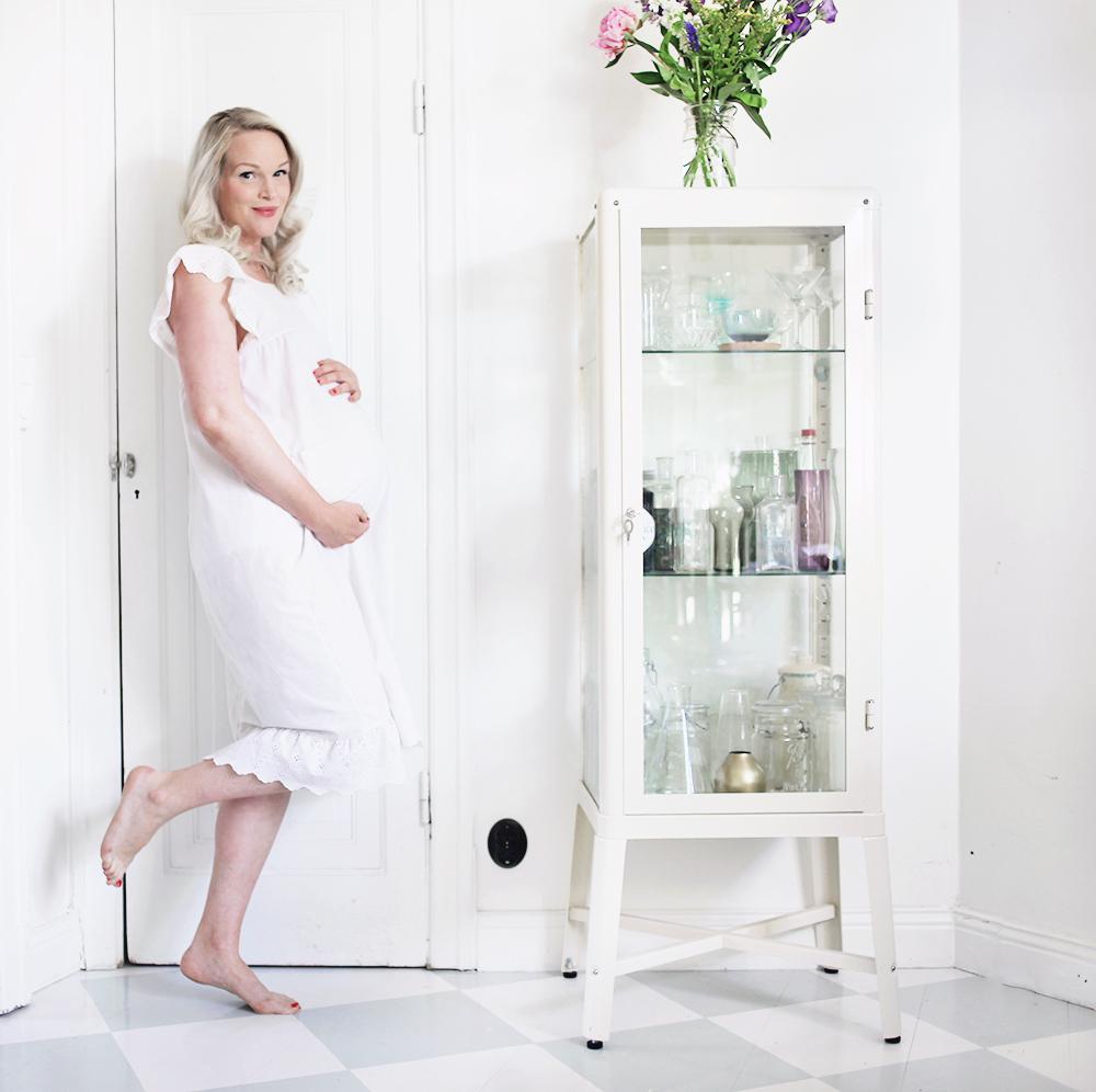 gravid gravidmage vecka 37 vänta barn gravidkläder sommar  pregnant week 38 dress