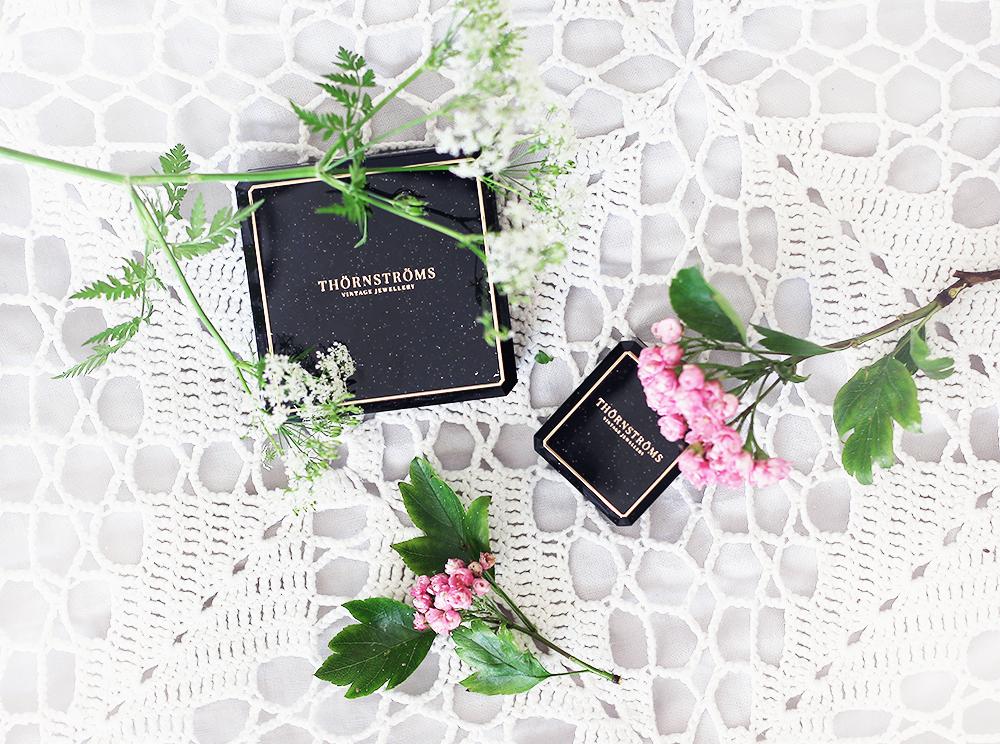 vintage smycken vintagesmycken jewelry Thörnströms ring förlovningsring guld guldring 50-tal 1950-tal silverbrosch