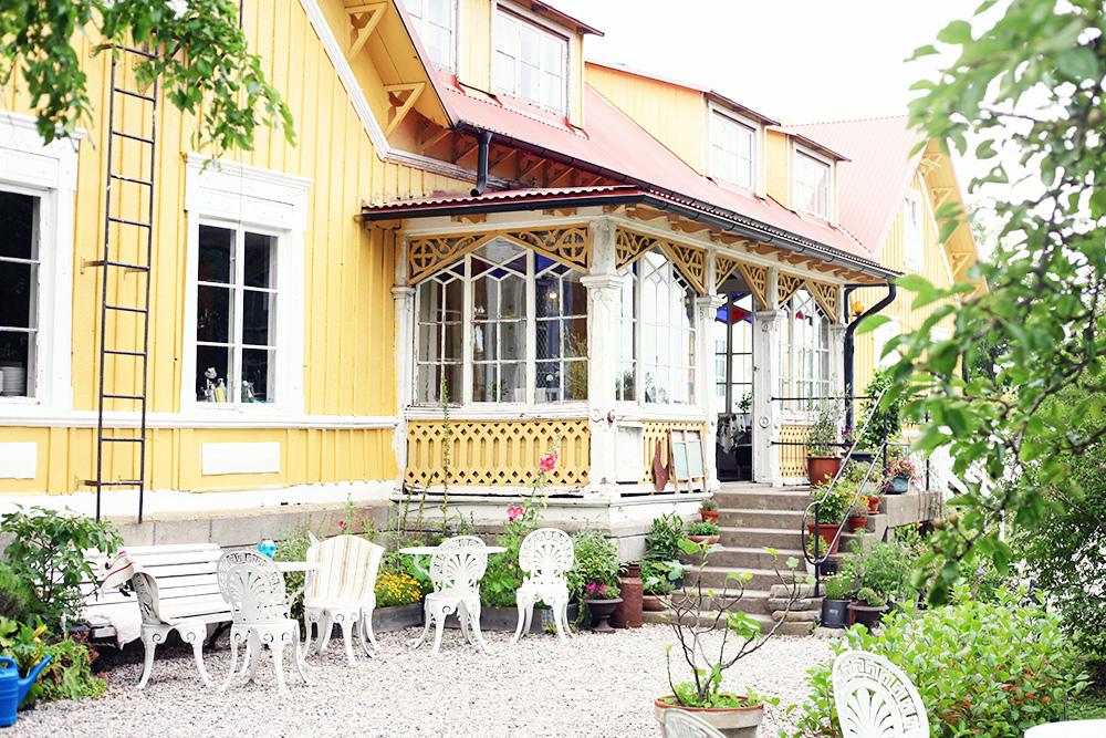 Gotland guide tips semester billigt boende gula hönan restaurang charmigt trädgård