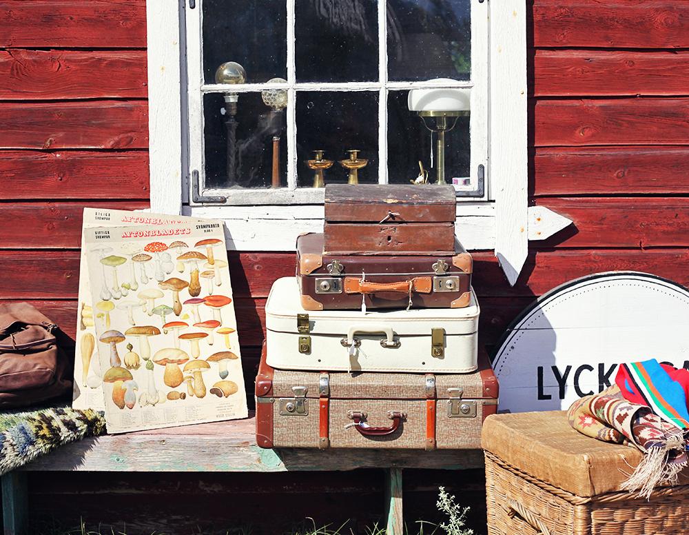 lyckliga gården gotland vintage antik loppis koffert skolplansch