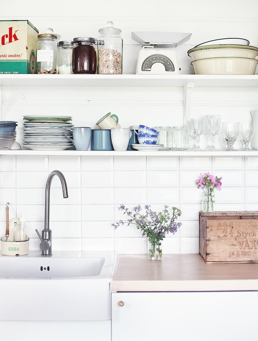 torp, kök, öppna hyllor, inredning, Gotland, vintage, retro