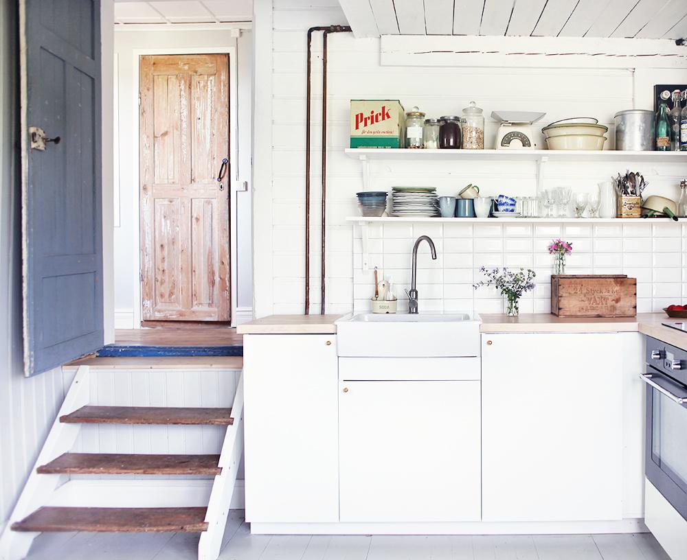 torp, kök, öppna hyllor, inredning, Gotland, vintage, retro, porslinsho