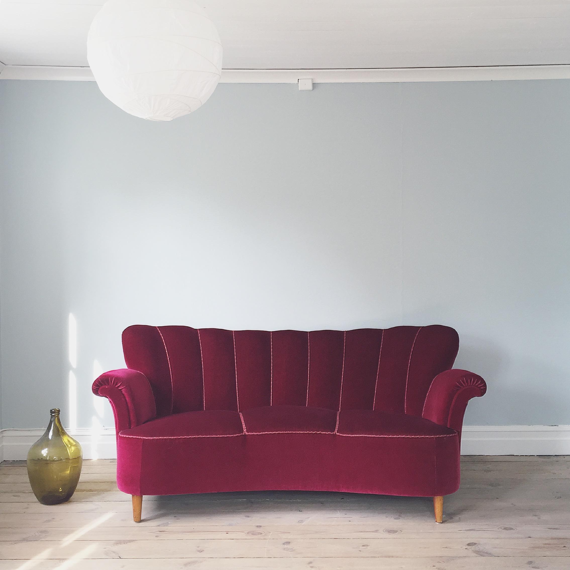 Visby Gotland torp soffa inredning vardagsrum vintage