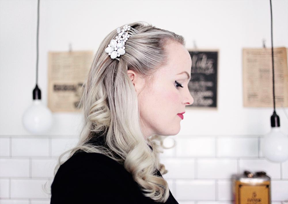 hår frisyr lockar hårspänne vintage