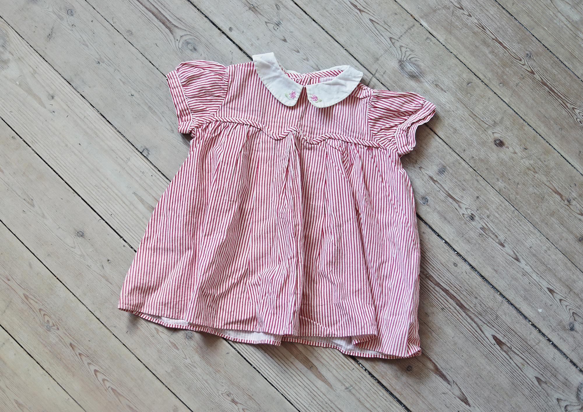 barn barnkläder vintage loppis randig klänning