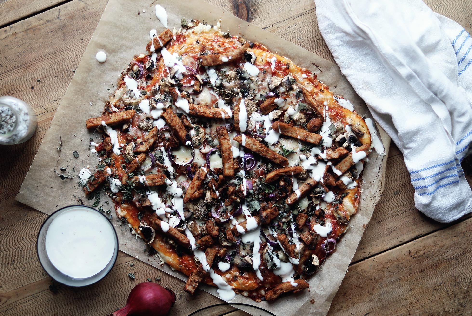 vegetarisk pizza kebabpizza recept vegetariskt lätt enkelt oumph kebab lök svamp champinjoner by emmasvintage