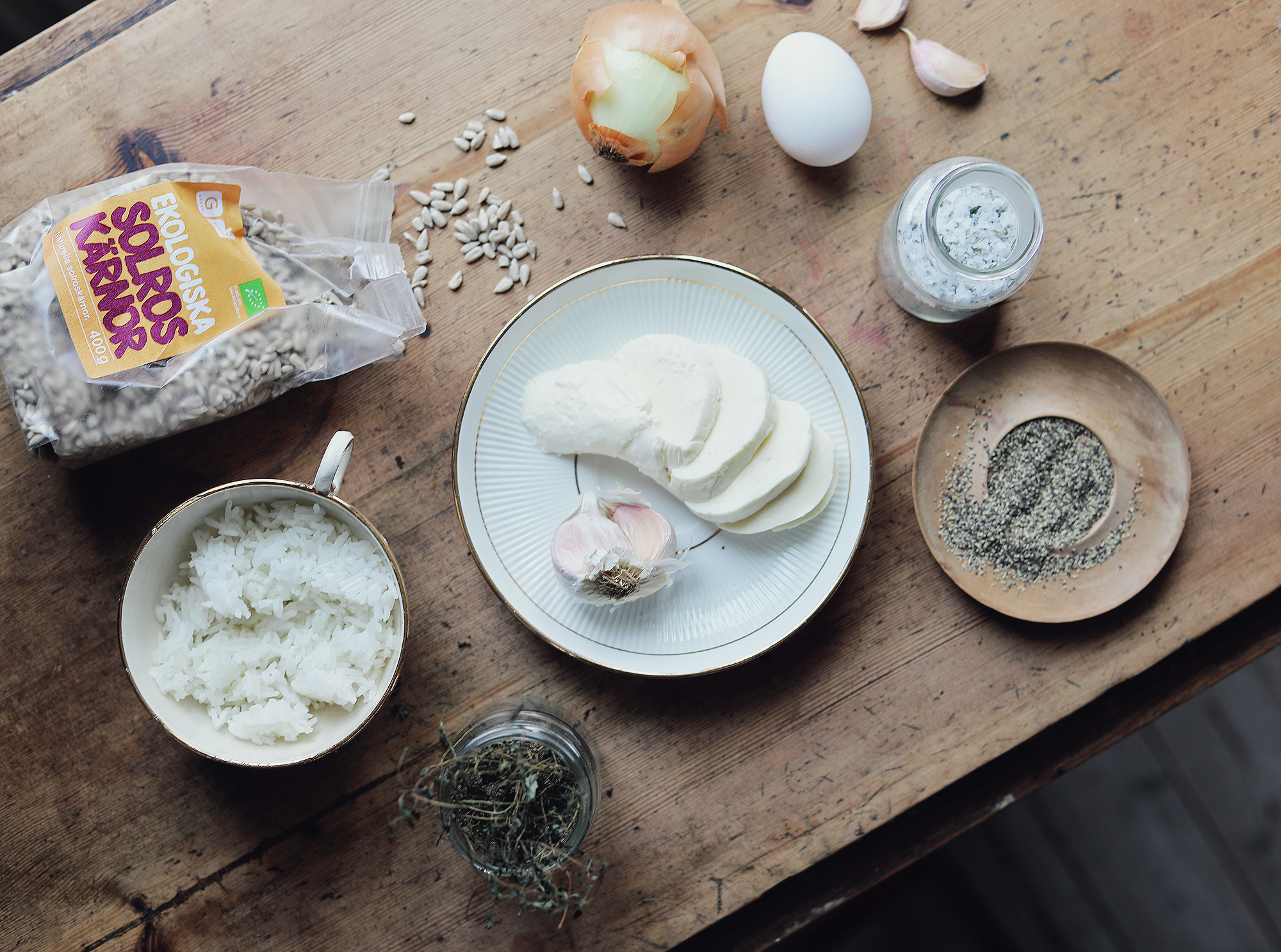 vegetariskt recept biffar grilla vegetariska solrosbiffar solrosfrön klyftpotatis lök  ingredienser by emmasvintage