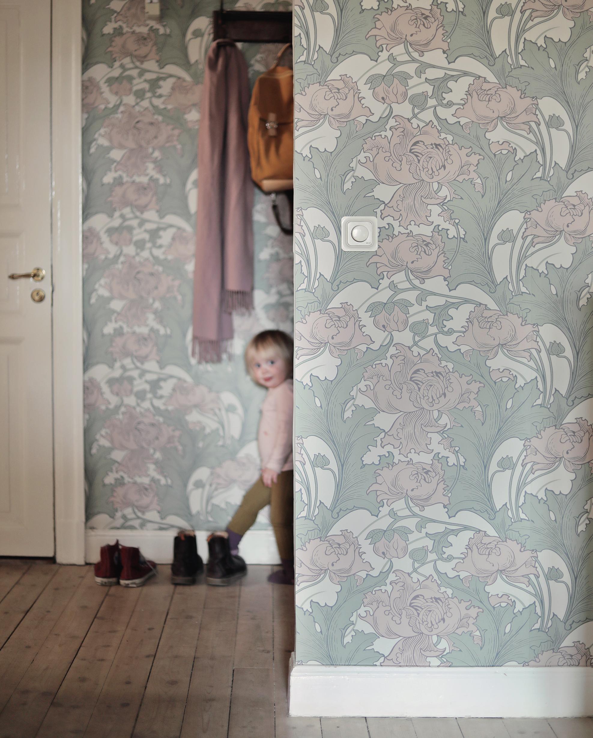 tapet tapeter wallpaper Boråstapeter Siri Anno inredning art nouveau blommor blommig dörr sekelskift