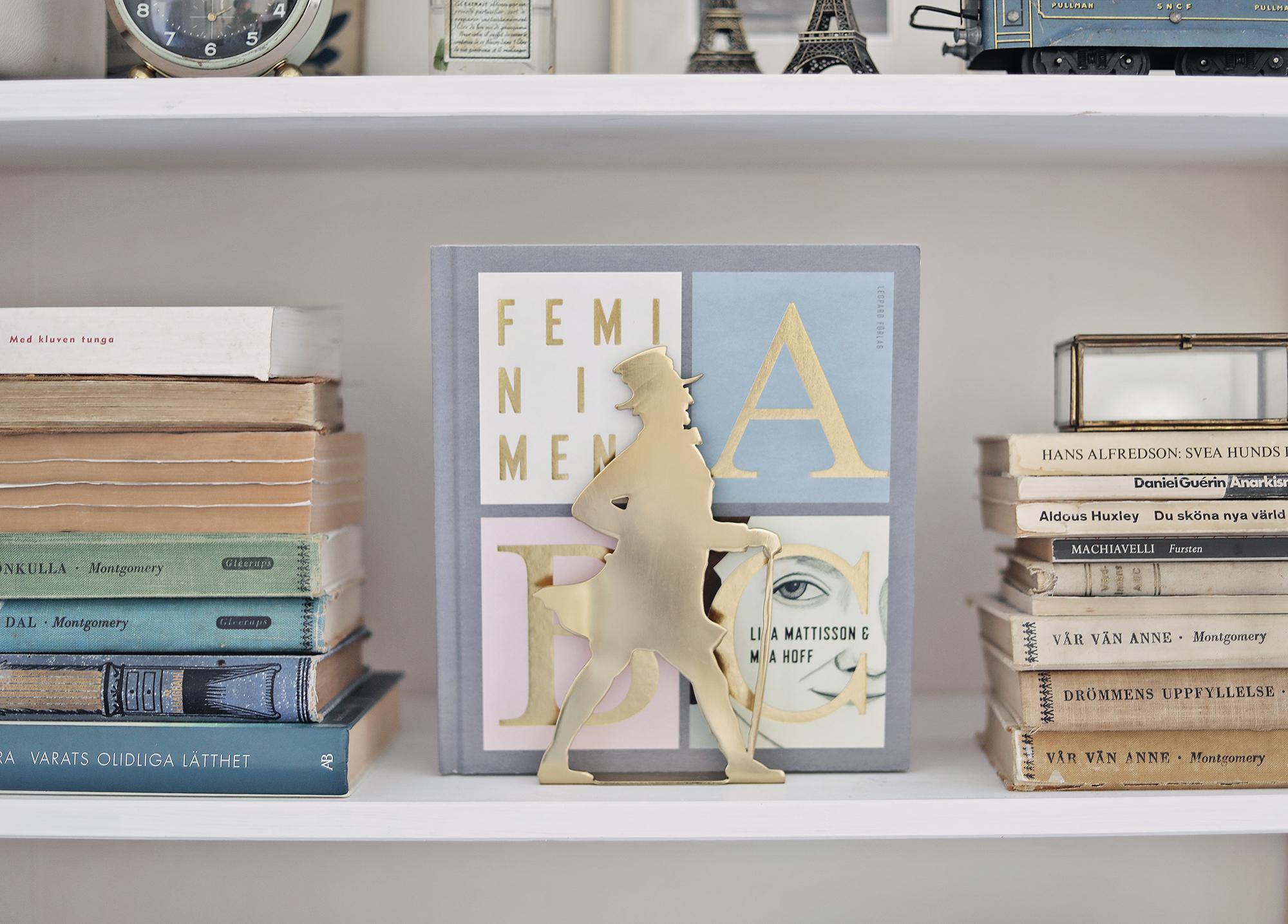 bokhylla bookshelf inredning interior books vintage Paris emmasvintage farbror blå Elsa beskow