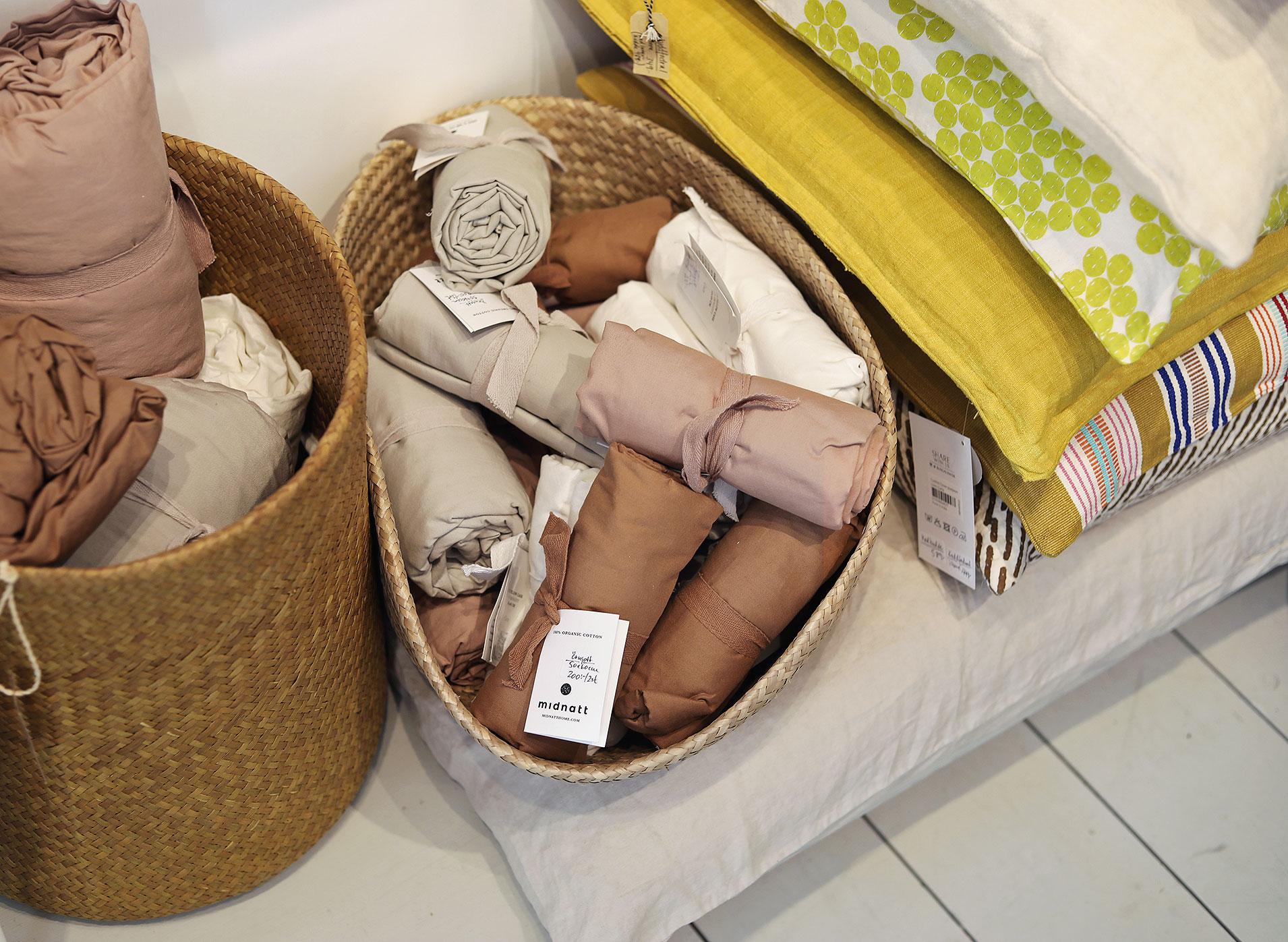 visby gotland akantus vintage inredning midnatt sängkläder