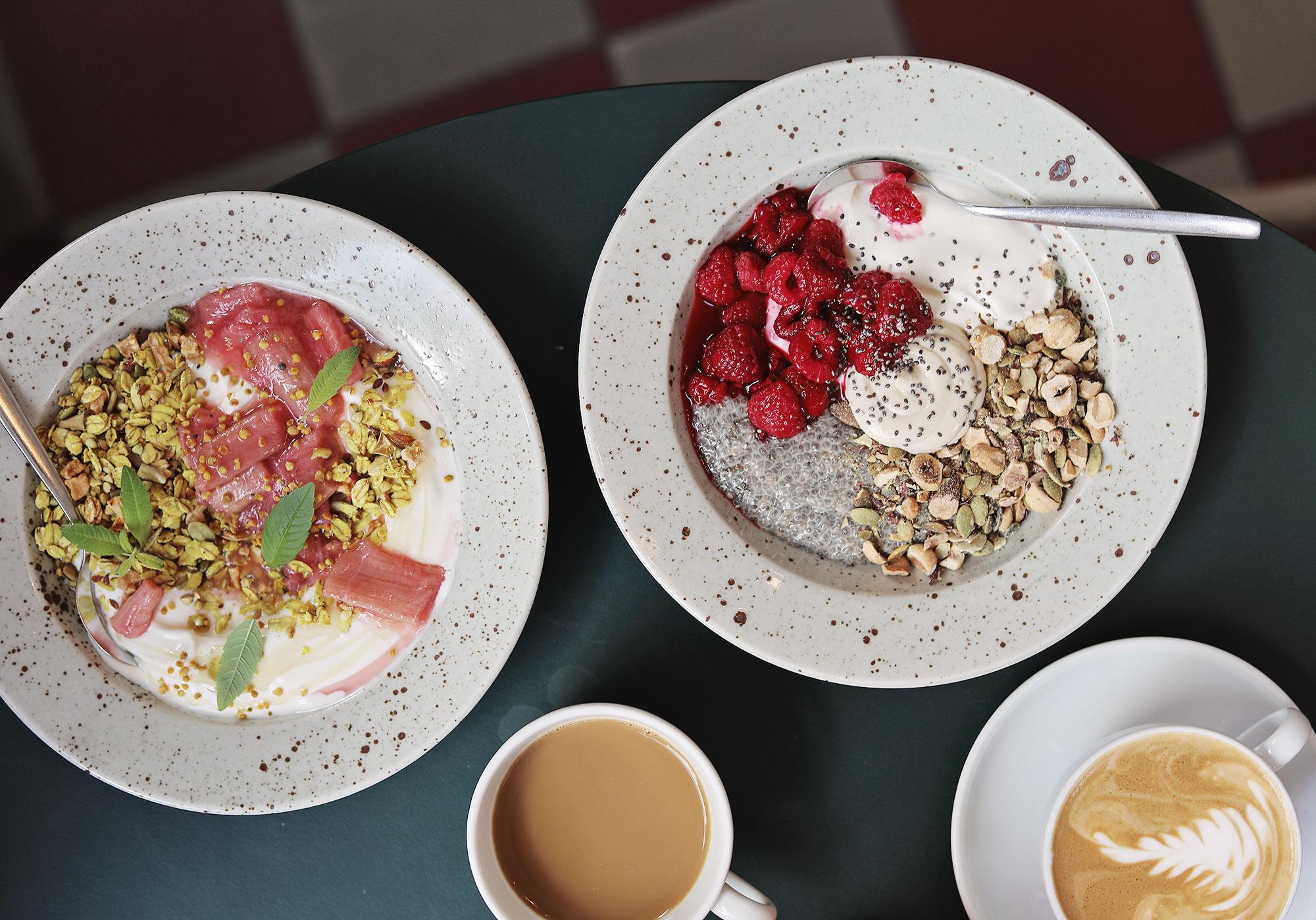 frukost pom och flora södermalm Stockholm rabarberkompott