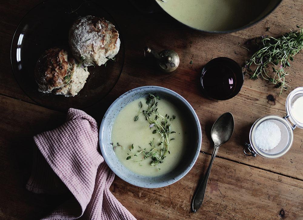 soppa säsong mat jordärtskockor jordärtskockssoppa bröd timjan