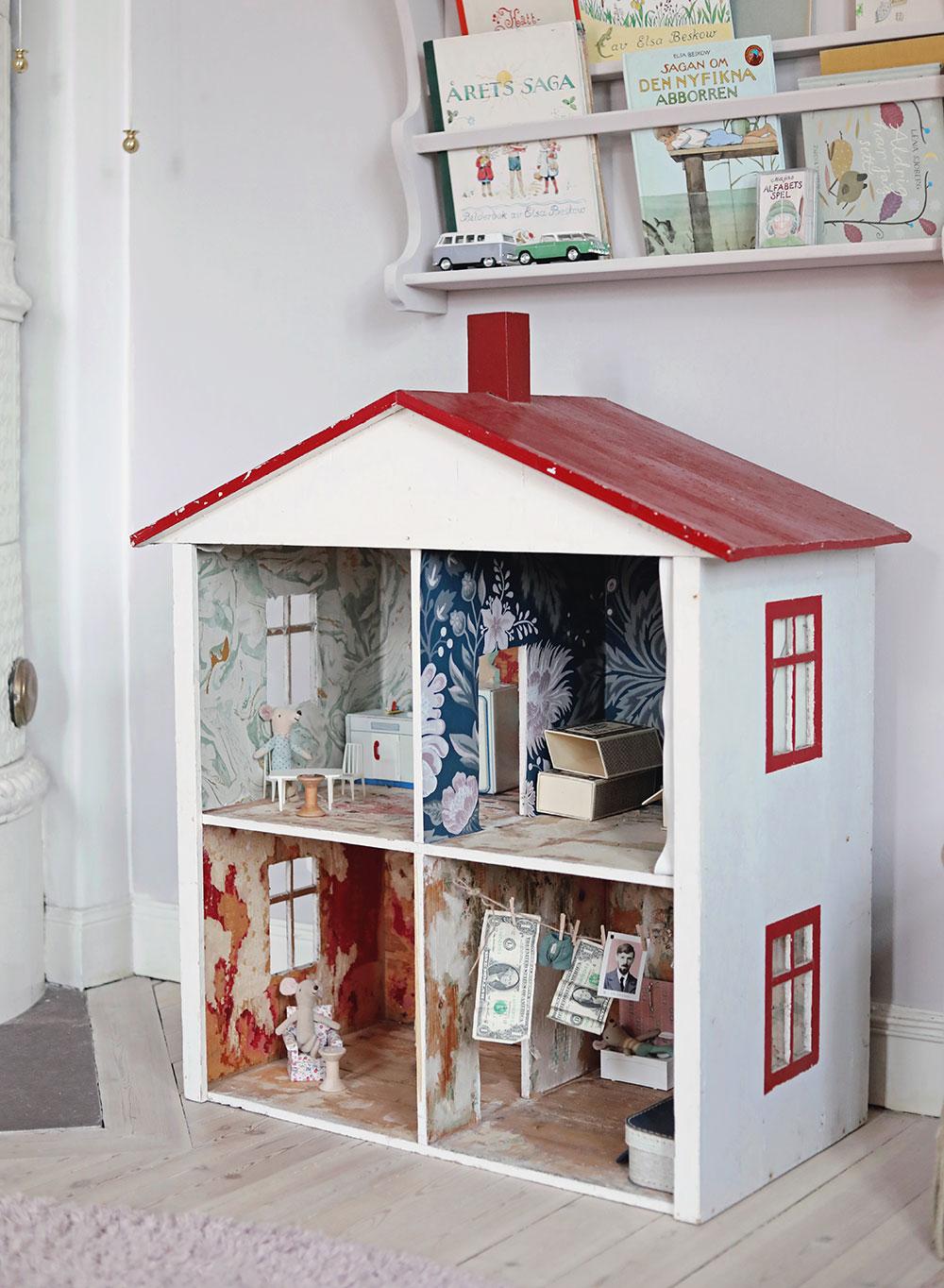 Firar den här dagen med att kika in i mushuset i barnrummet. Det här är ett  ongoing projekt kan en säga. cddb4e30ba3b9