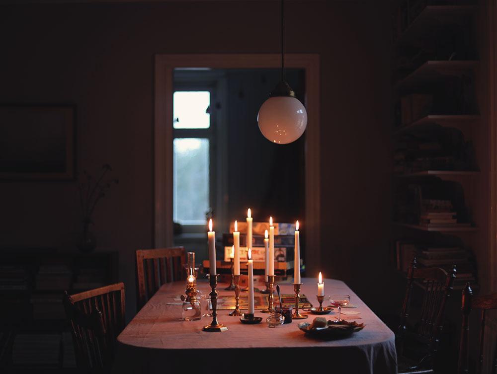 Innan Earth Hour  Släck lampan en timme innan – och berätta om det i  sociala medier. Eller för all del – en timme varje dag från i dag fram till  nästnästa ... 3facdc2a53b81