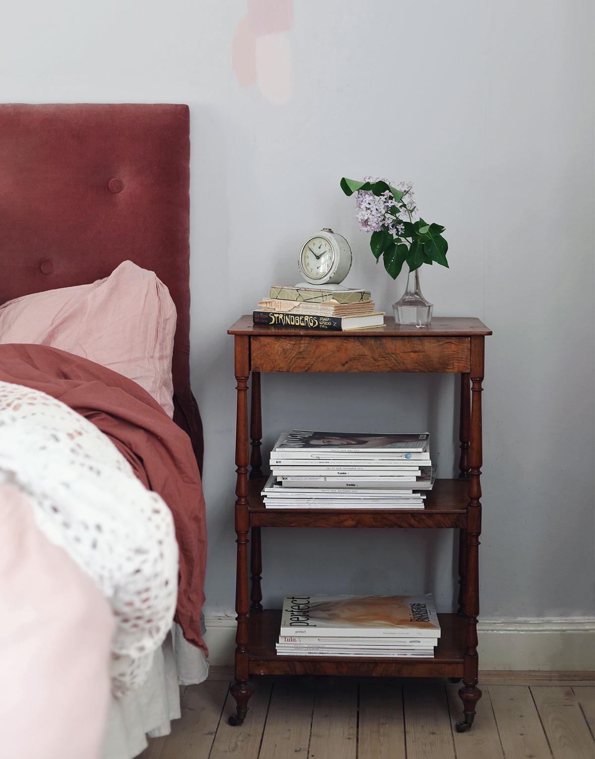 nattduksbord vintage antikt inredning sovrum