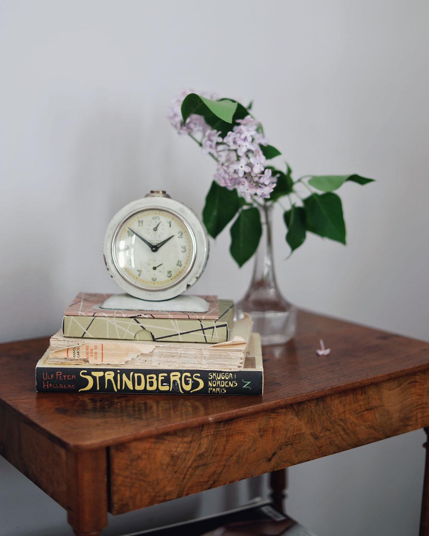 nattduksbord sängbord vintage antikt inredning sovrum syrener novellix