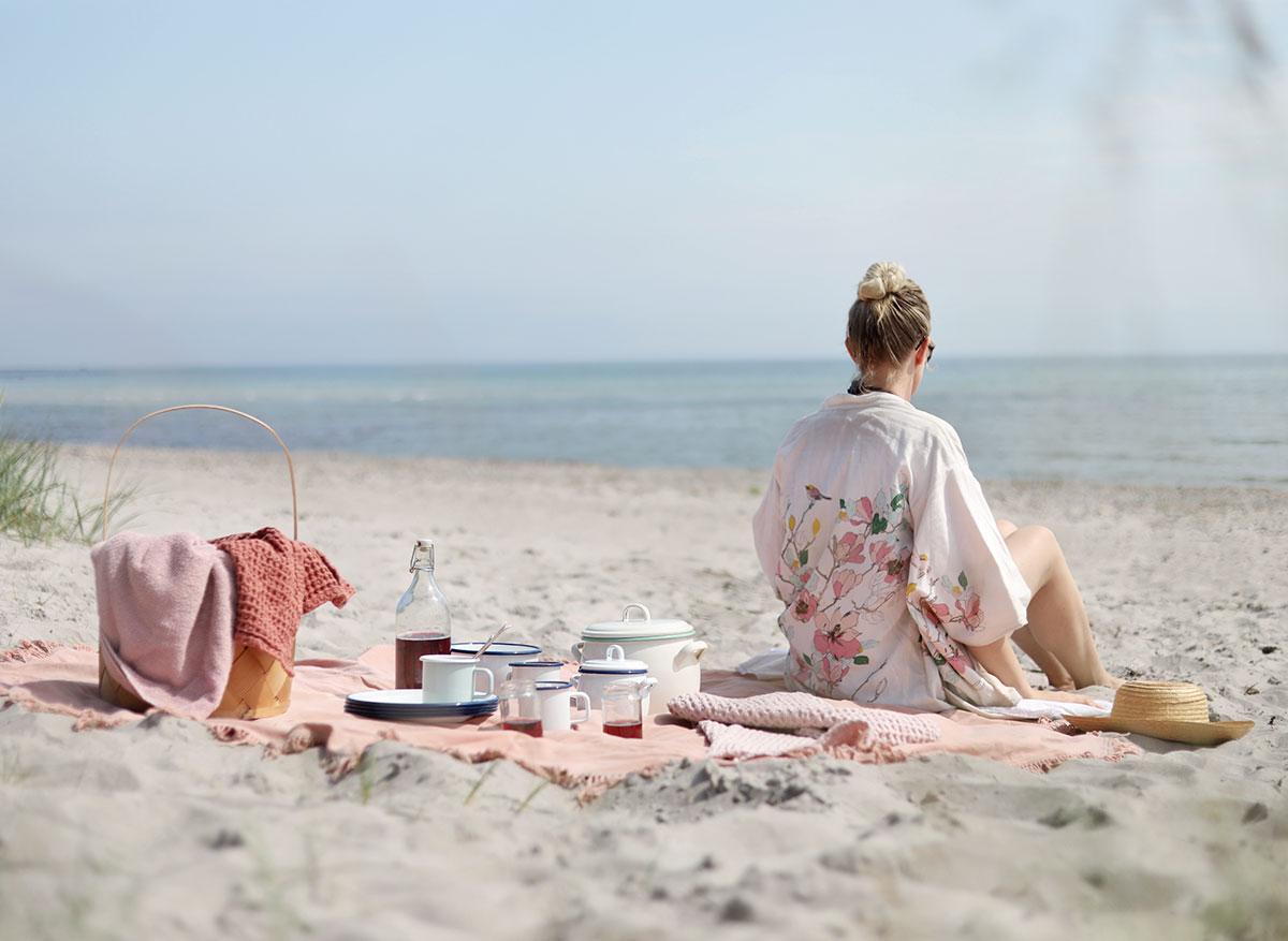 picknick kockums jernverk strand Gotland picknickmat mat recept vitviken åminne picknickkorg emalj sallad sommarsallad