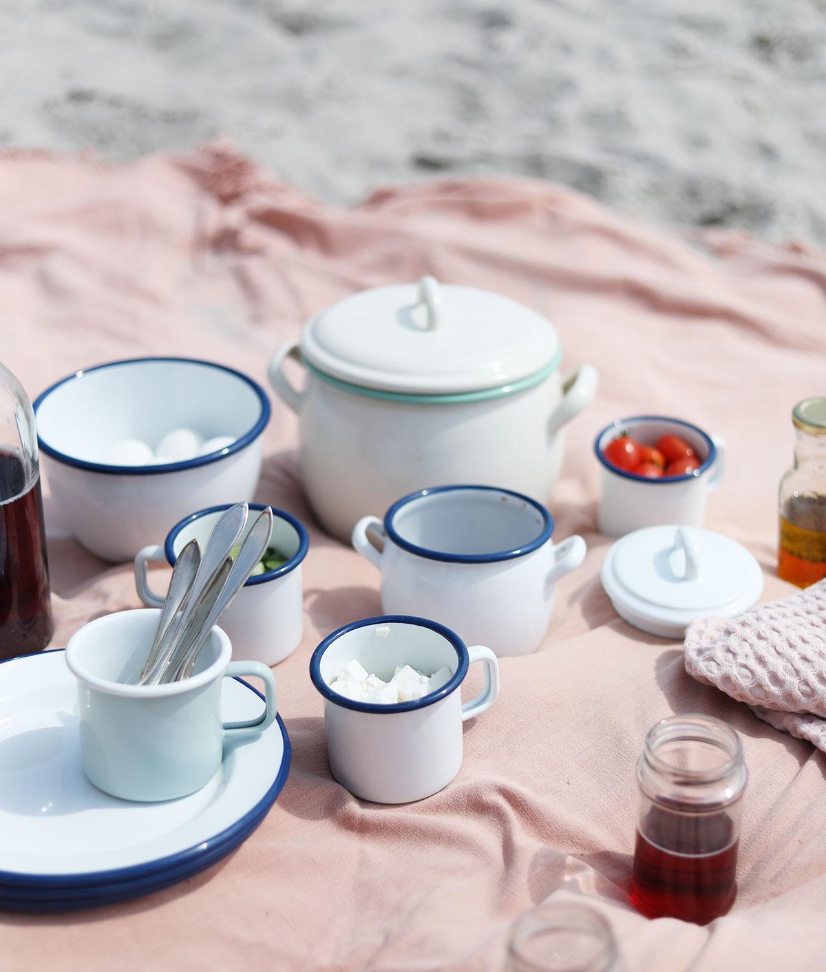 picknick kockums jernverk strand Gotland picknickmat mat recept vitviken åminne picknickkorg emalj